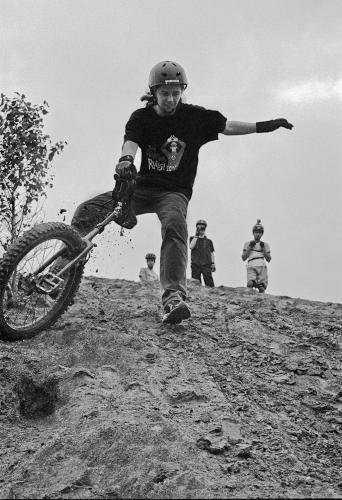Antoine Rault unicycling