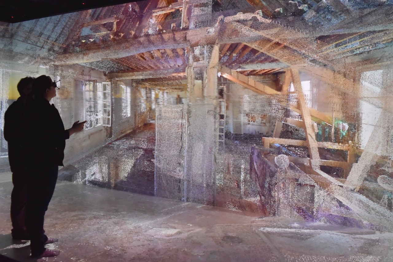 Point cloud immersive interaction